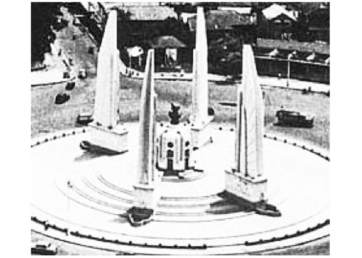A 205 - LE MONUMENT DE LA DÉMOCRATIE … LE  MAL NOMMÉ.