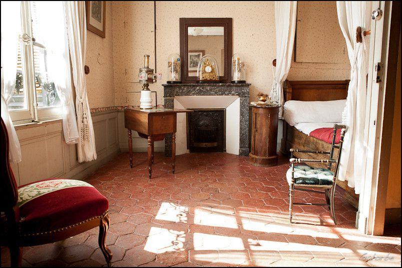 Les chambres de Proust reconstituées : celle de la rue Hamelin par le musée Carnavalet et  celle d'Illiers-Combray.