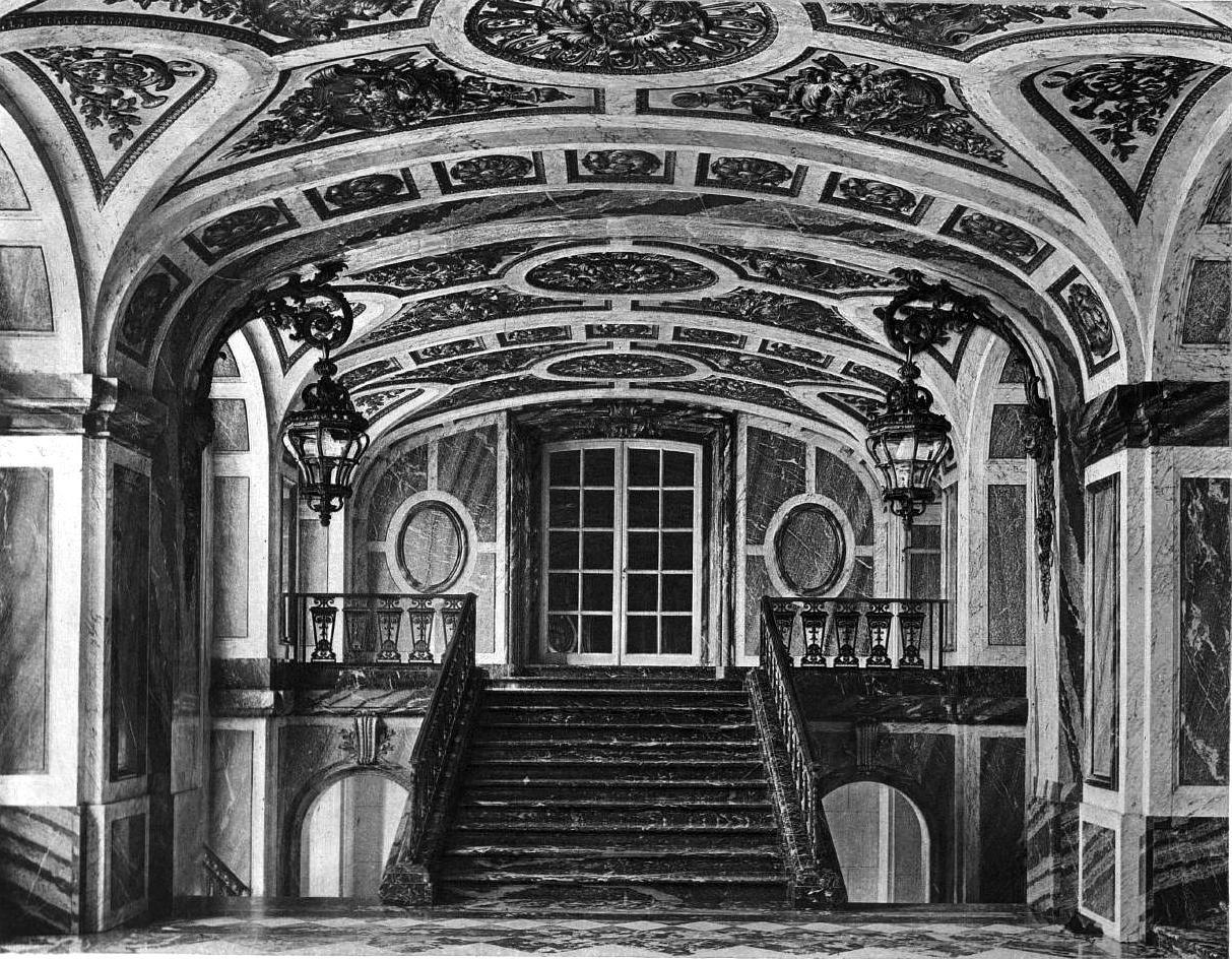 Intérieur du Palais Rose avant sa démolition en 1972.