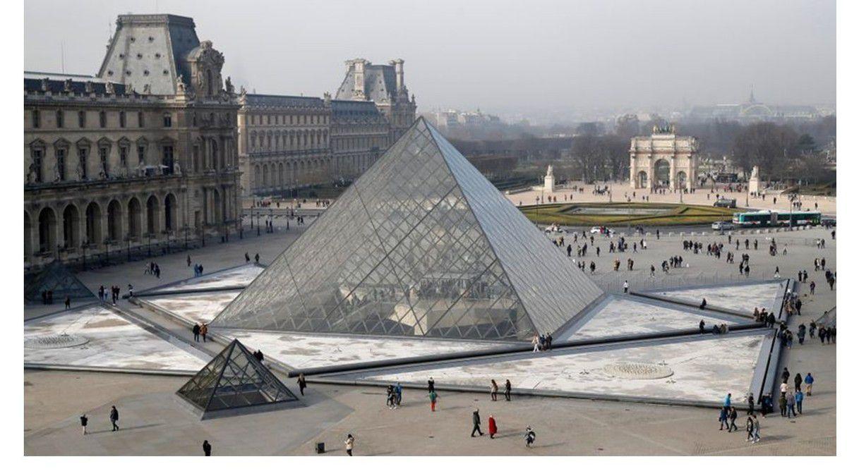 Album - groupe Saint-Gobain, la construction de la Pyramide du Louvre en 1983