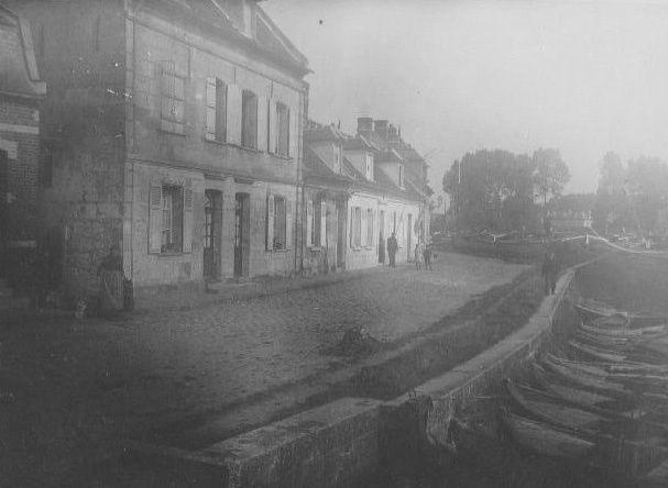 Album - le village de Pont-l'Evêque, les rues et places