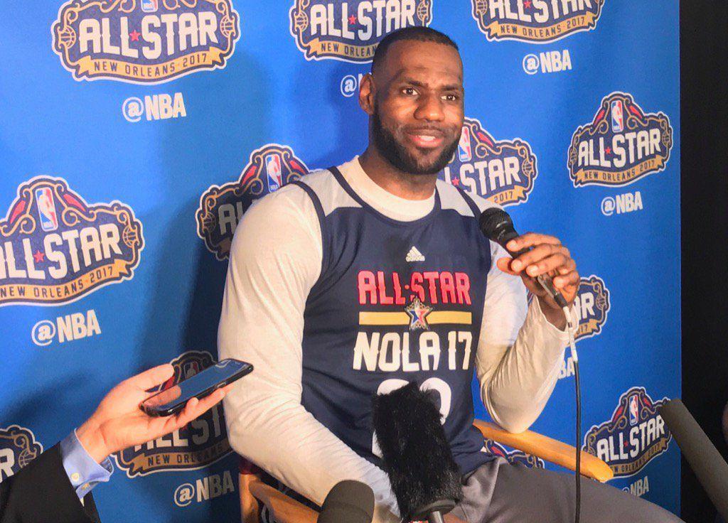LeBron James en conférence de presse à Mercedes-Benz Superdome de New Orleans.
