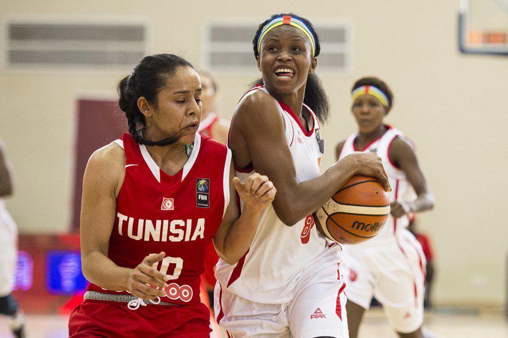 La meilleure joueuse centrafricaine a pris les choses en main, et aura eu bien du mal à trouver du répondant du côté de ses coéquipiers. Abety Kossi a ainsi inscrit les 30 des 51 points de la Centrafrique. Et lorsqu'elle réalisait hier soir un énorme double-double, à 22 points et 12 rebonds, l'une des meilleures prestations individuelles de cet Afrobasket feminin 2017, les autres Fauves dames n'inscrivaient que 35 points.