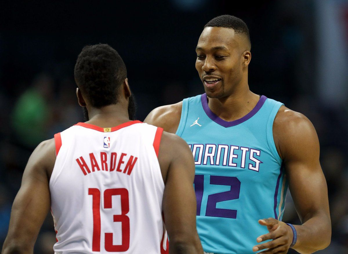James Harden guide les Rockets à Charlotte avec un triple-double