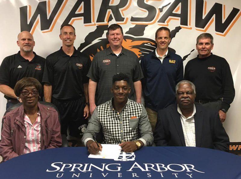 Paul Marandet, entourés de son père et sa mère au moment de son arrivée chez les Cougars de l'université de Spring Arbor.