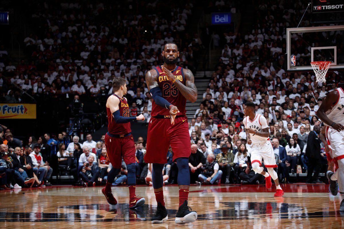 LeBron James et les Cavaliers font le break en martyrisant Toronto (2-0)