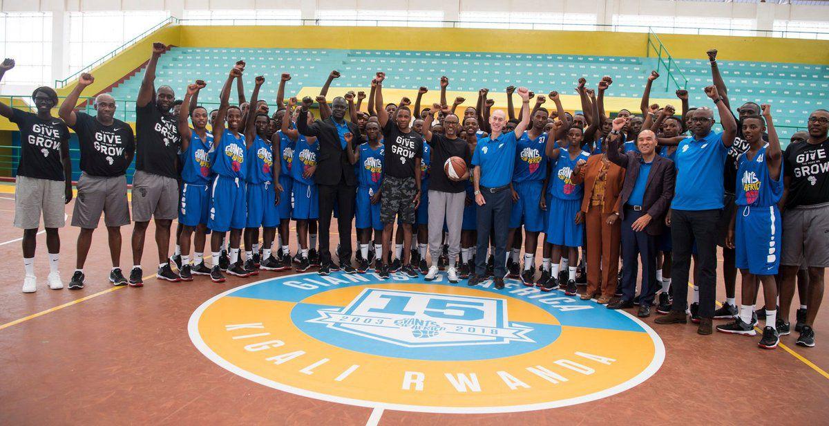 Le président Paul Kagame encourage les jeunes rwandais à viser l'excellence