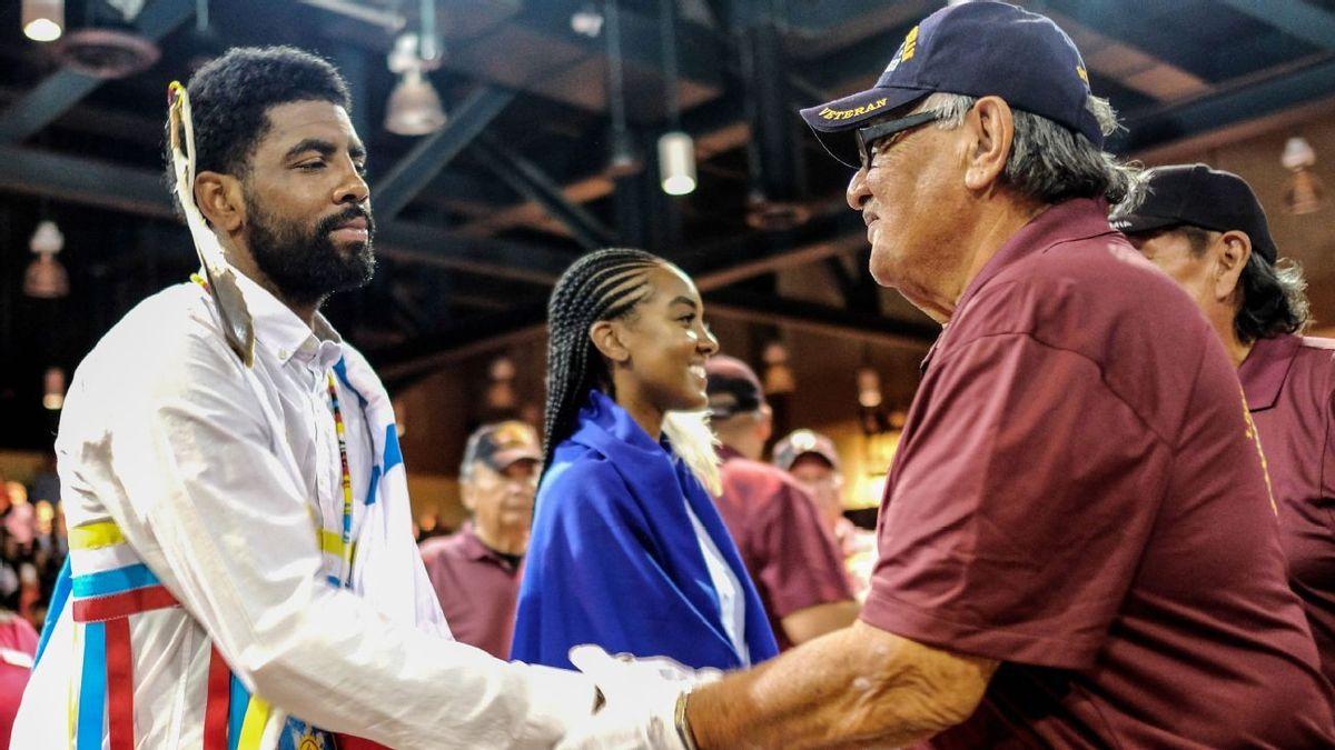 Kyrie Irving honoré... par une tribu indienne
