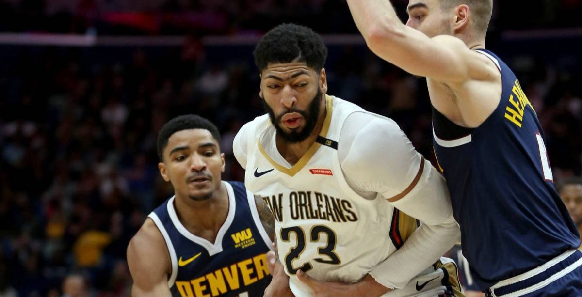 Anthony Davis s'occupe des Nuggets