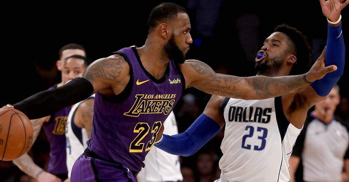 Les Lakers dominent les Mavericks
