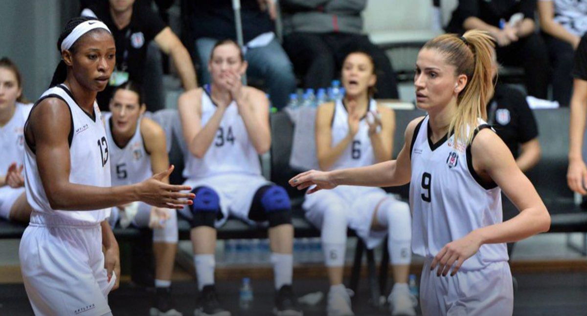 Turquie : Evelyn Akhator voit encore double