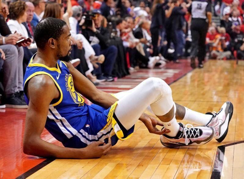 Coup dur pour les Warriors : Kevin Durant sort à nouveau sur blessure