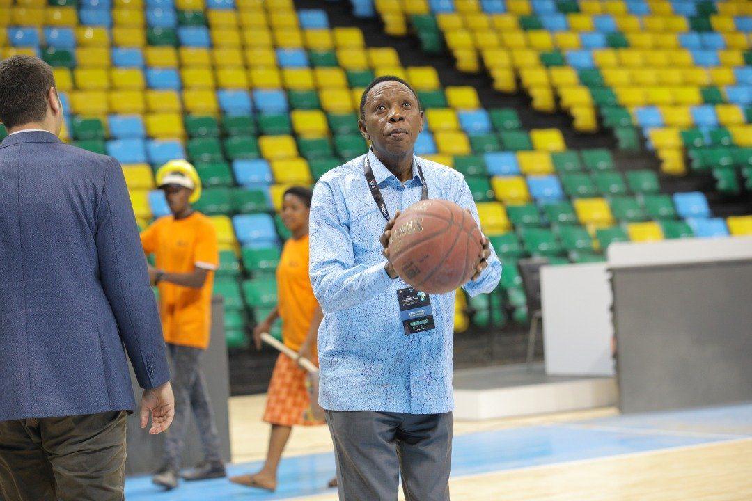 Une délégation de FIBA en visite à la Kigali Arena