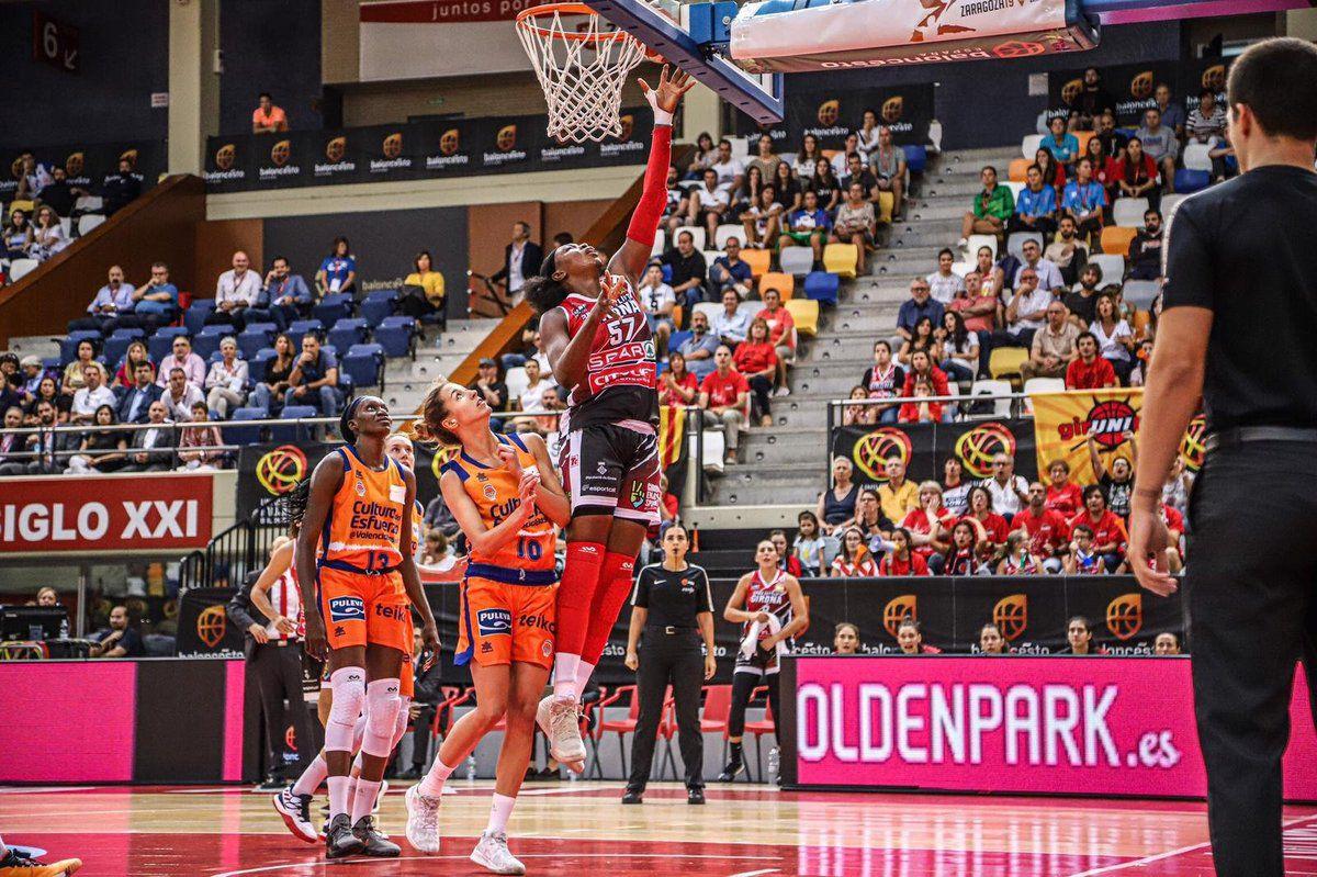 Liga DIA :  Adaora Elonu mène Girona à la victoire, Atonye Nyingifa frôle un triple-double