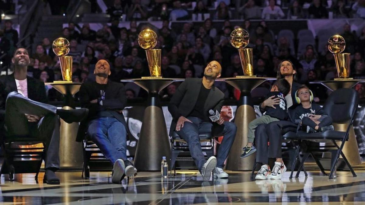 Tony Parker honoré par les Spurs de San Antonio au cours d'une cérémonie
