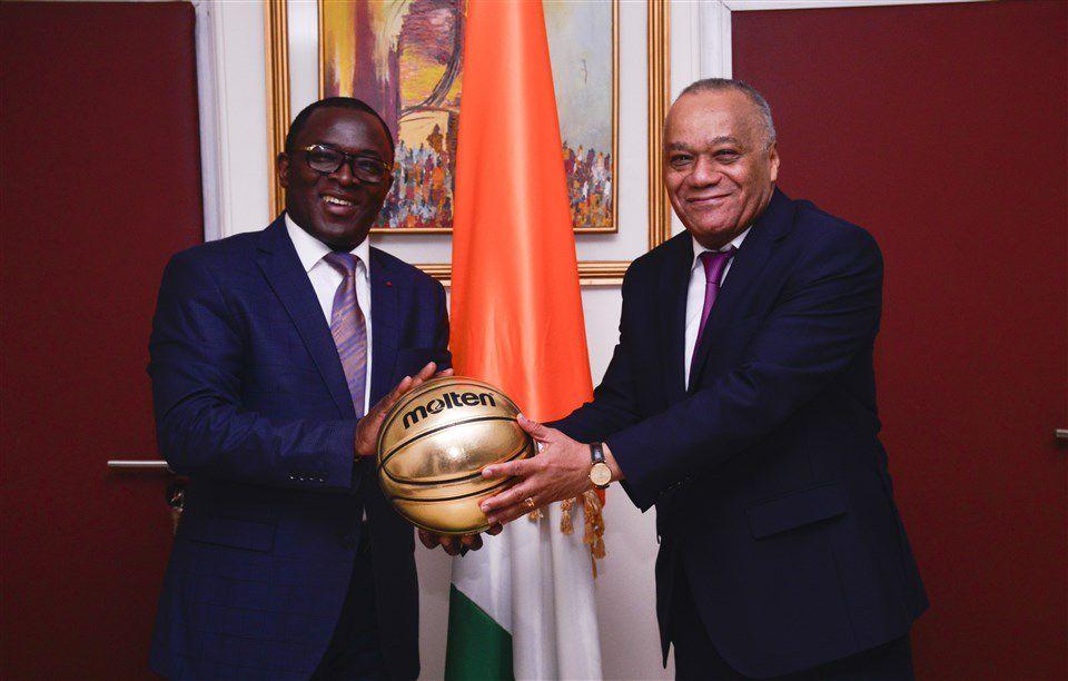 Une délégation de la FIBA en visite chez le Ministre des Sports de la Côte d'Ivoire