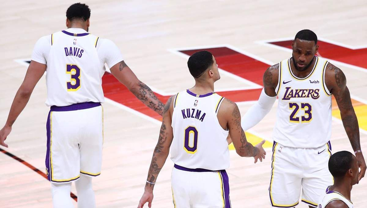 Les Lakers marchent sur Salt Lake City