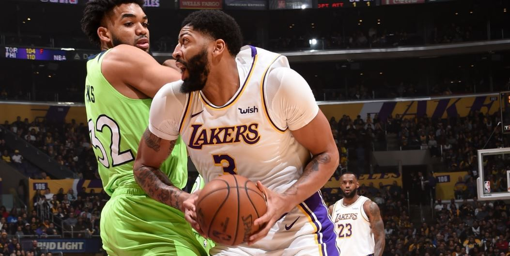 Anthony Davis cartonne avec les Lakers en inscrivant 50 points