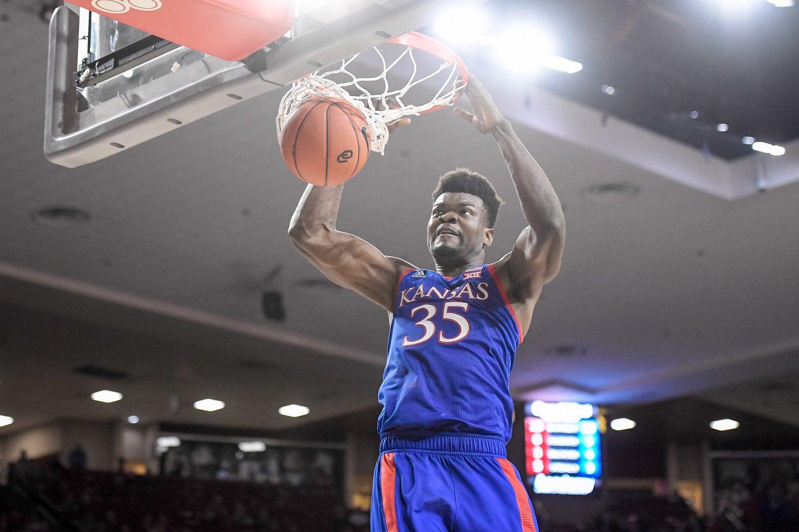 NCAA : Udoka Azubuike mène Kansas à Oklahoma avec un double-double