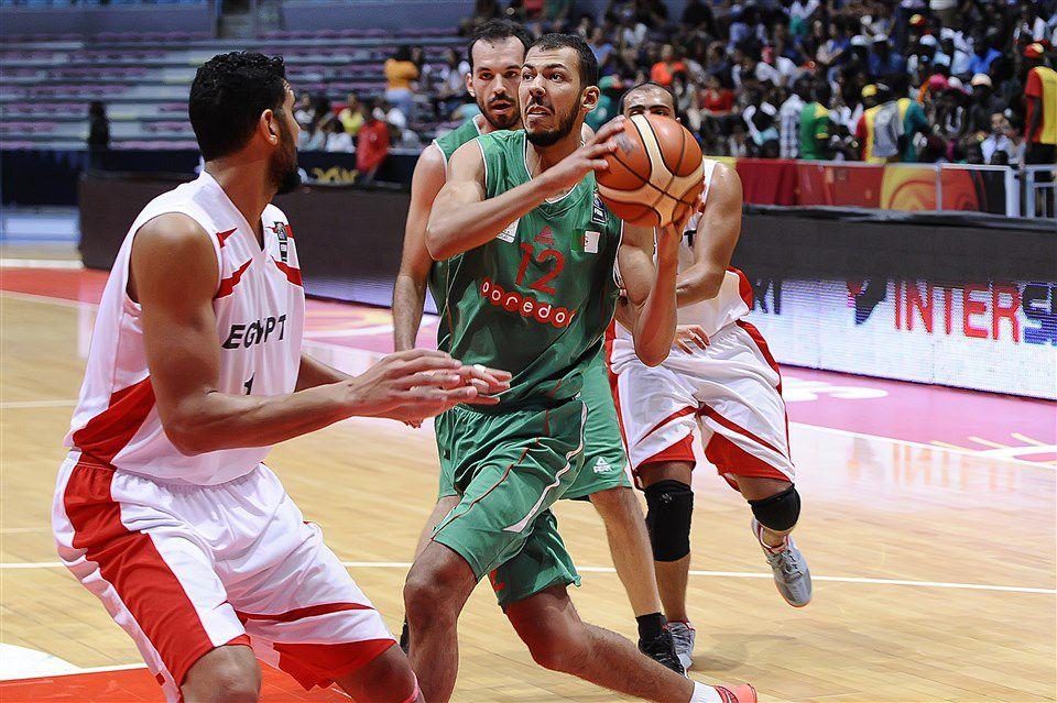 Ammour dans le feu de l'action au FIBA AfroBasket 2015 en Tunisie