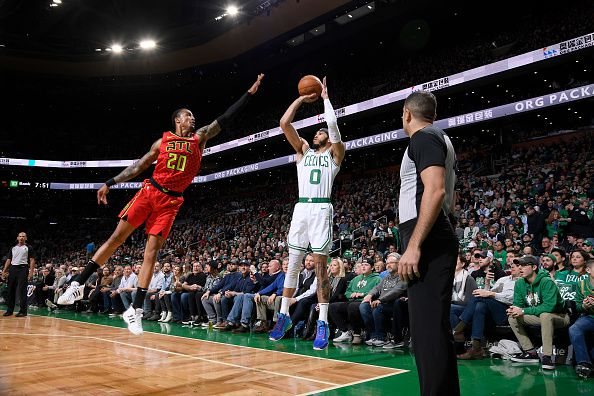 Boston s'en sort bien face aux Hawks