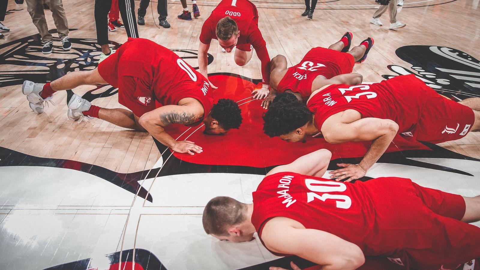 NCAA : Jordan Nwora mène Louisville avec un double-double (20 points et 12 rebonds) pour son dernier match au KFC Yum Center