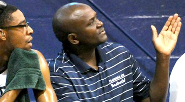 Diplômé en 1996 du Florida Institute of Technology, Goporo a également été directeur sportif de la Florida Air Academy de 2012 à 2015. À ce titre, il a supervisé 12 programmes sportifs universitaires et juniors, tout en gérant les efforts de collecte de fonds et la budgétisation du département des sports. (Image pour Space Coast Daily)