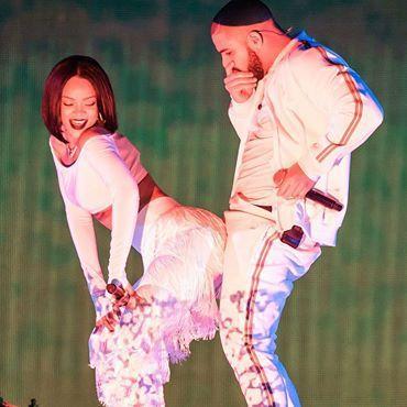 """L'homme blanc en laisse dans le clip """"S&M"""" de Rihanna reçue à l'Elysée par l'imposteur Macron"""
