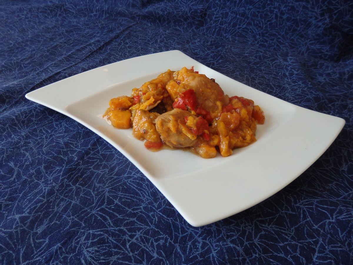 Tajine de poulet aux patates douces, poivrons et pruneaux