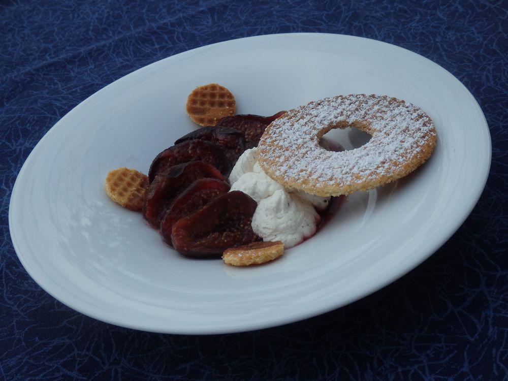 Figues rôties au Porto, crème mascarpone et pizzella
