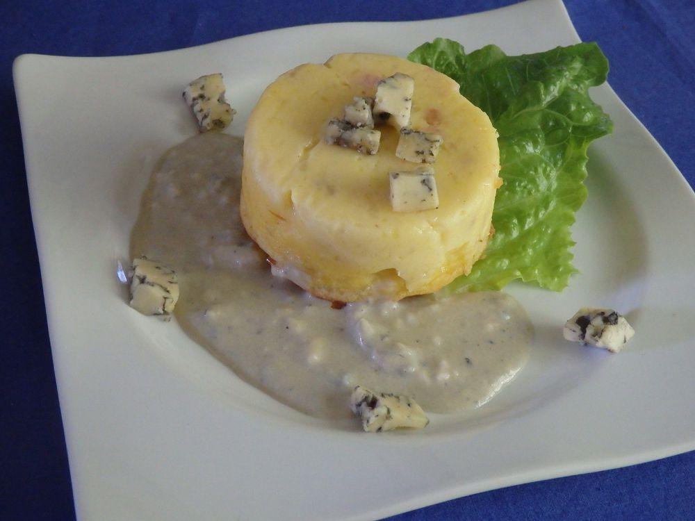 Flan de pommes de terre aux lardons fumés, sauce à la fourme d'Ambert