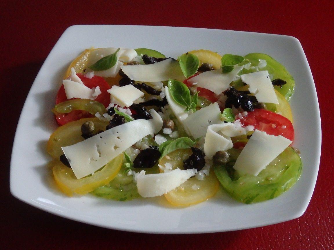 Carpaccio de tomates anciennes et fromage basque
