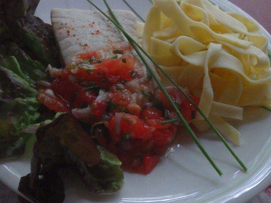 Pavé de thon blanc, sauce vierge et  pâtes fraîches