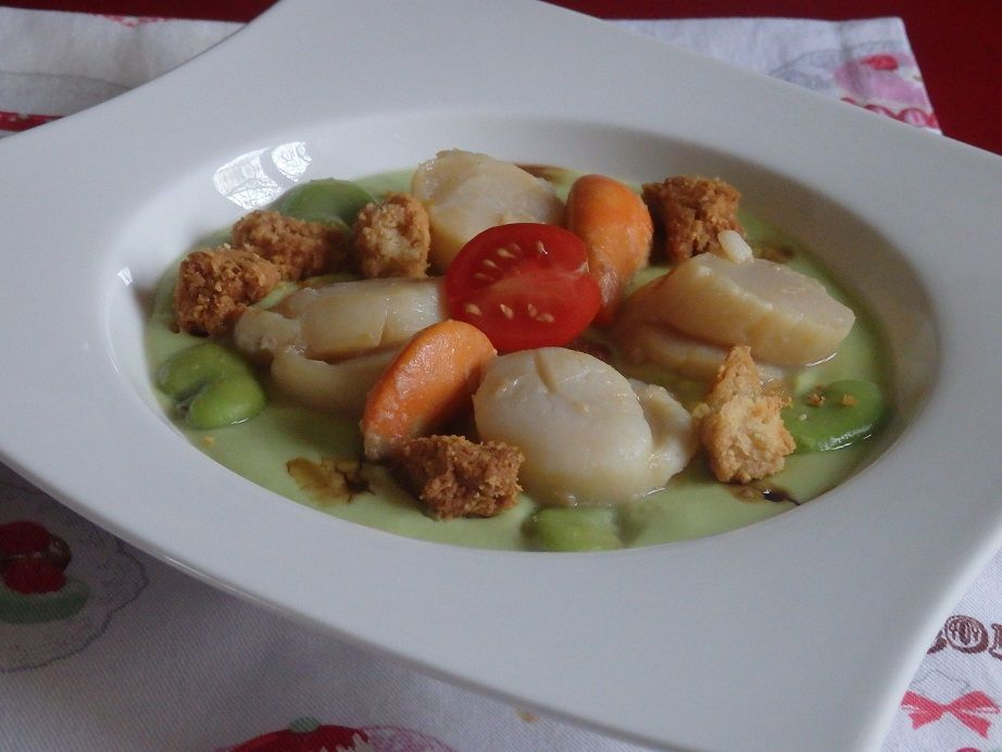 Saint Jacques à  la crème de fèves, crumble au parmesan