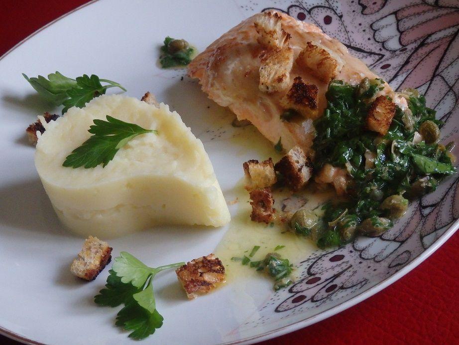 Omble chevalier, sauce grenobloise et purée de pommes de terre