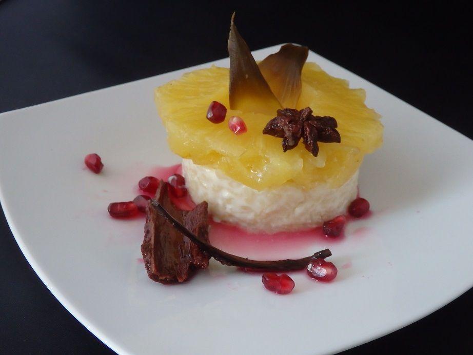 Ananas rôti, riz crémeux et sirop de grenade