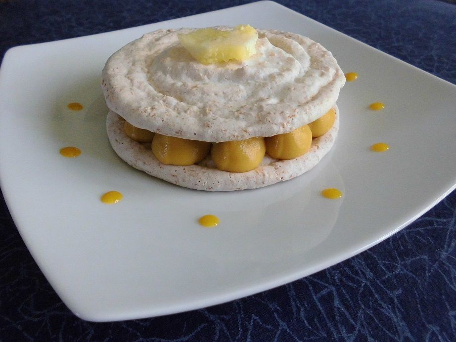 Dacquoise coco, crème de mangue et ananas
