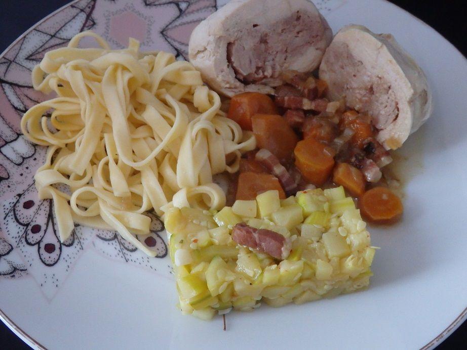 Paupiettes de poulet aux carottes et aux tagliatelles