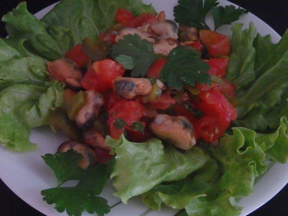Salade froide marocaine aux poivrons, tomates et moules