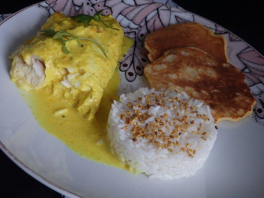 Filet de colin sauce curcuma au riz blanc et huile de sésame