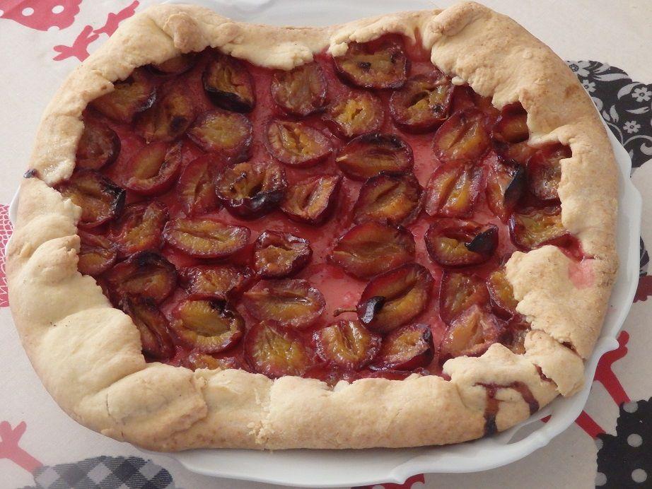 Tarte rustique aux prunes et à la cannelle