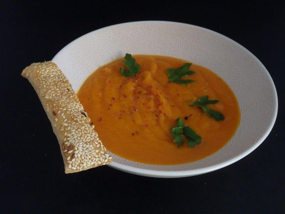 Soupe de carottes et d'orange au cumin, feuilletés au sésame et cumin