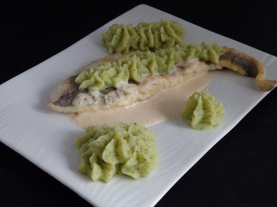 Filets de colin, purée au brocoli et sauce au vin blanc