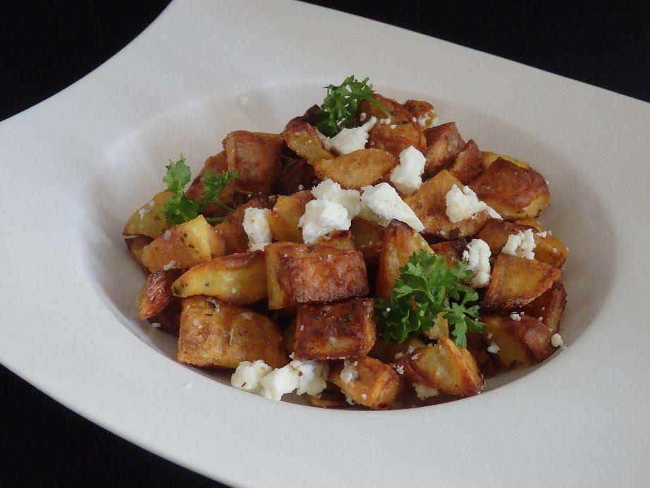 Pommes de terre sautées à l'ail, féta et origan