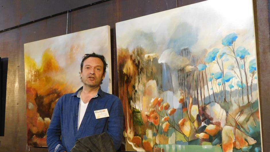 Jean-Michel Rackelboom devant son œuvre « Paolo et l'Enfance du Monde ». | OUEST-FRANCE
