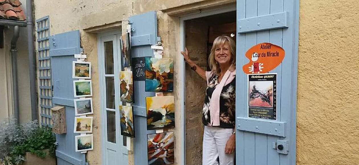 Christane GILBERT a la porte de l'Ateliet Cour du Miracle/OUEST-FRANCE