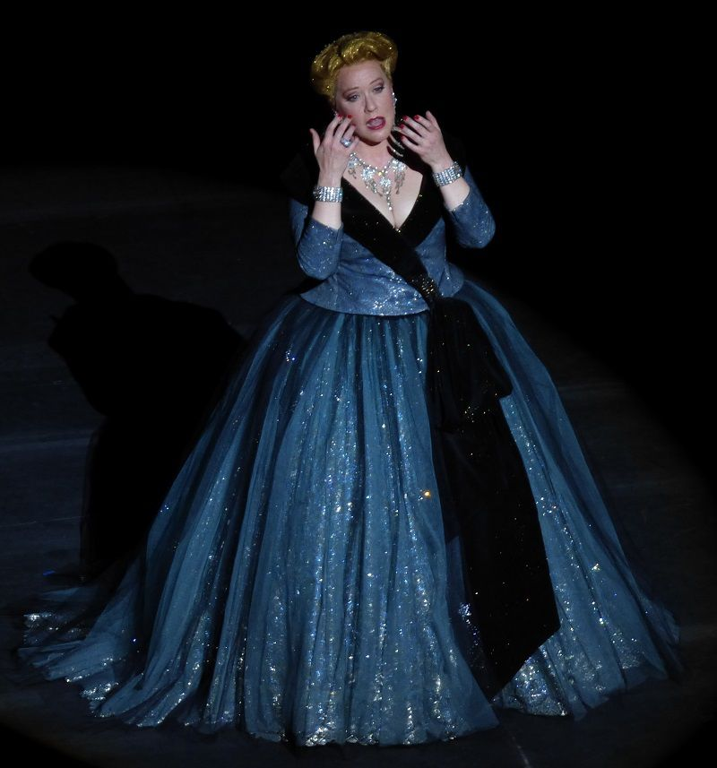 Emily Magee (La Comtesse Madeleine)