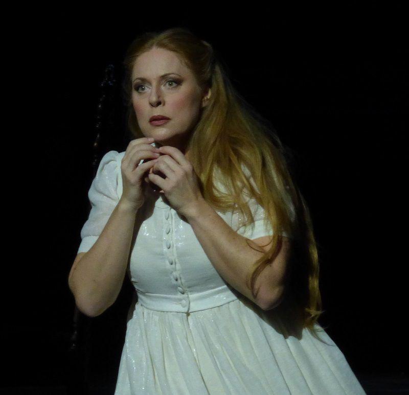 Martina Serafin (Elsa)