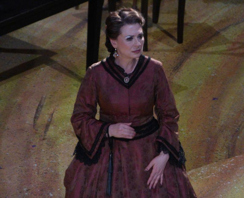 Elena Zaremba (Madame Larina)