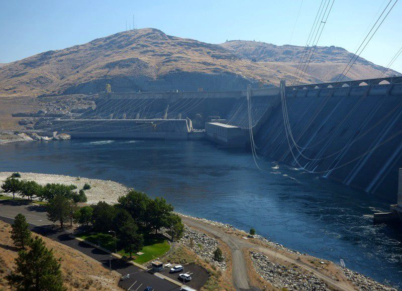 Grand Coulee Dam (1592 m de long et 168 m de haut)